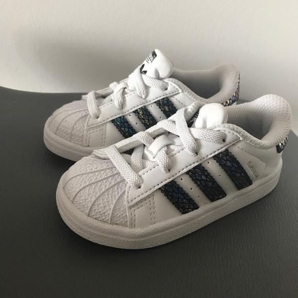 débouché sur la vente des chaussures adidas originaux extaball au basket